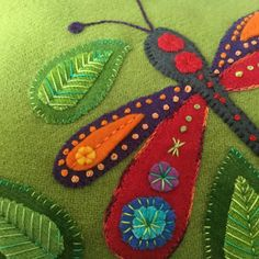 wool applique embroidery workshop by Wendy Williams (July, Motifs Applique Laine, Wool Applique Patterns, Felt Applique, Fun Patterns, Felted Wool Crafts, Felt Crafts, Crewel Embroidery, Hand Embroidery Designs, Felt Fabric