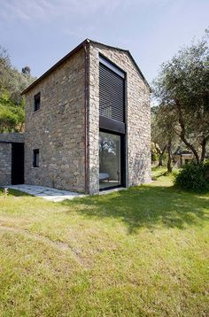 Farmhouse restoration by a2bc Architects in the beautiful Italian Cinque Terre