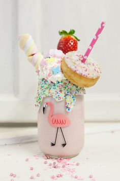 Best Milkshakes, Milkshake Recipes, Weird Food, Fake Food, Crazy Food, Slumber Party Birthday, Party Food Platters, Unicorn Foods, Rainbow Food