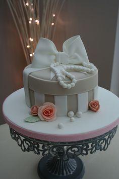 Vintage Hat Box cake | Flickr - Photo Sharing!