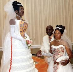 life sized bride cake - Wacky and Crazy #Wedding Cakes. I'm speechless on some of these! #ww http://www.surfandsunshine.com/crazy-wedding-cakes/