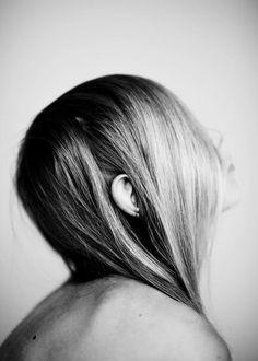 linelle deunk (via roy kahmann) Types Of Photography, Photography Gallery, Book Photography, Portrait Photography, Amsterdam Photography, Photoshoot Images, Female Portrait, Woman Portrait, Contemporary Photography