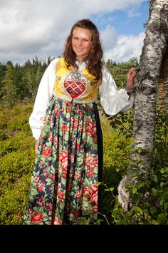 stor Tribal Dress, Wedding Costumes, Going Out Of Business, Folk Costume, Festival Wear, Traditional Dresses, Dance Wear, Norway, Textiles