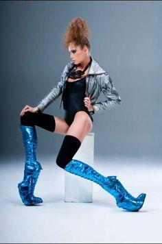 Sky-High Space Shoes: Kronier Creations Footwear is for Futurists & Fashionistas Alike Fashion Fail, Weird Fashion, Fashion Shoes, Creative Shoes, Unique Shoes, Crazy High Heels, Funky Shoes, Weird Shoes, Sky High