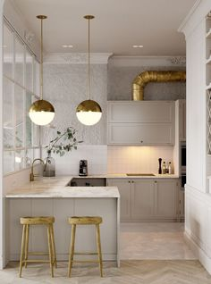 bearing in mind it comes to designing a small kitchen, the key should always be creativity. look how these top interior designers used small kitchen Modern Kitchen Tables, Modern Kitchen Design, Interior Design Kitchen, Modern Bar, Modern Classic, Modern Table, Modern Stools, Kitchen Designs, Classic White