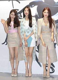 Nine muses Kyungri, minha , hyuna at Kwakhyunjoo collection Seoul fashion week