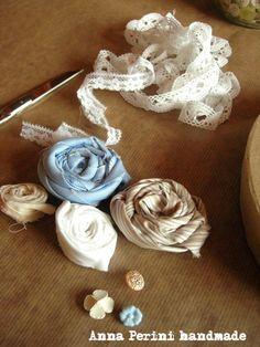 Oggi vi voglio spiegare come realizzare questa scatola con rose in tessuto.        Per poterla realizzare dovete innanzitutto fare le rose....