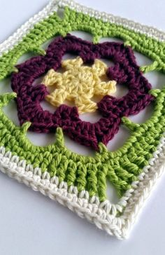 Tips & tricks for seamless crochet @ spincushions - also free pattern for flower square here:http://spincushions.com/flowers-abound-cal-part-2-kukka/#more-4852