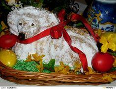 1.Ještě než začnete vážit všechny složky, dejte vyhřát troubu na 160/170°C a mřížku dejte do dolní poloviny. 2.Vymažte a vysypte... Czech Desserts, Easter Recipes, Ham, Food And Drink, Cookies, Chicken, Baking, Christmas Ornaments, Holiday Decor