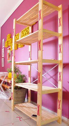 Adorable 50 Easy DIY Bookshelf Design Ideas for Your Home source : ideabosdecoration. Diy Storage Shelves, Diy Kitchen Storage, Pallet Shelves, Wood Shelves, Home Decor Items, Diy Home Decor, Diy Bookshelf Design, Reclaimed Wood Bookcase, Diy Rack