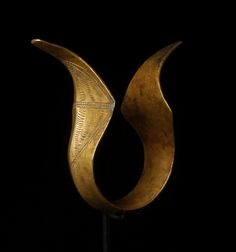 Bronze bracelet. Norheastern India, Nagaland, Angami and Zemi tribes. Image of a cobra.  10 cm, 3,9 inch long and weight 214 gram