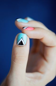 Triangle Nailart by pshiiit