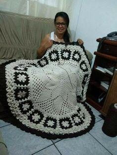 Crochet Doily Rug, Crochet Carpet, Crochet Mandala Pattern, Crochet Cross, Crochet Squares, Crochet Stitches, Knit Crochet, Crochet Patterns, Knit Rug