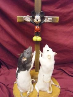 BANKSY INSPIRED 2 LARGE TAXIDERMY ANTHROPOMORPHIC RATS HERO WORSHIP