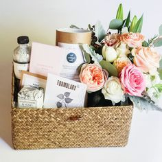 Gift Boxes in Keepsake wooden boxes. Curated Gifts with flowers or airplants delivered to your door! Creative Gift Baskets, Creative Gifts, Homemade Gifts, Diy Gifts, Wicker Basket With Lid, Cute Gifts, Best Gifts, Relationship Gifts, Anniversary Gift For Her