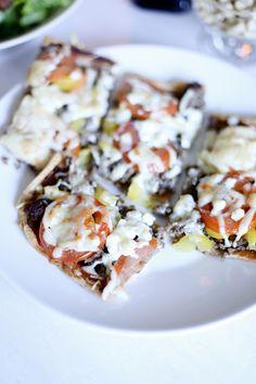 Blogi maalla asumisesta. Vanhan maatalon sisustusta ja kunnostusta. Puutarhahaaveita, leivontaa ja innokasta valokuvaamista. Palasia maatilan arjesta. Vegetable Pizza, Vegetables, Food, Meal, Essen, Vegetable Recipes, Hoods, Meals, Vegetarian Pizza