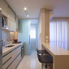 Esse porcelanato deixou a cozinha bem mais clean. Na Construcon você encontra, confira: construcon.net.br