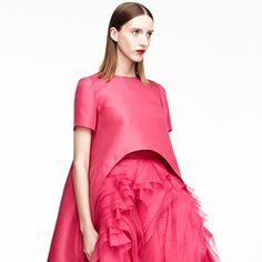 For Resort 2015, Monique Lhuillier and her fabulous design team took inspiration from architecture and applied them to both her sportswear and evening wear updating the latest trends along the way.