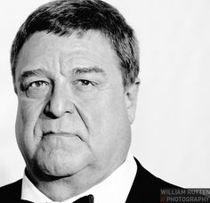 John Goodman (William Rutten) Joel And Ethan Coen, John Turturro, Roger Deakins, Actrices Hollywood, Good Looking Men, Photography Photos, Black And White Photography, Celebrity Photos, How To Look Better