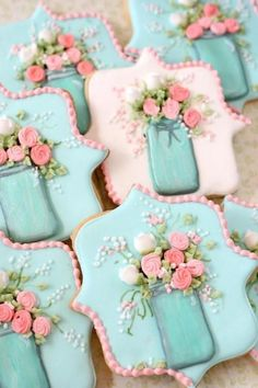 Dorsey is making cookies like this. Mason Jar and Flowers Decorated Sugar Cookies Mother's Day Cookies, Fancy Cookies, Iced Cookies, Cute Cookies, Royal Icing Cookies, Cookies Et Biscuits, Cupcake Cookies, Easter Cookies, Birthday Cookies