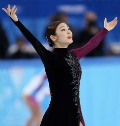 Yu-Na Kim Photos - Yuna Kim of South Korea reacts after competing in the Figure Skating Ladies' Free Skating on day 13 of the Sochi 2014 Winter Olympics at Iceberg Skating Palace on February 2014 in Sochi, Russia. Ice Skating, Figure Skating, Kim Yuna, Ice Queen, Winter Olympics, Simply Beautiful, Skate, Street Style, Pure Products