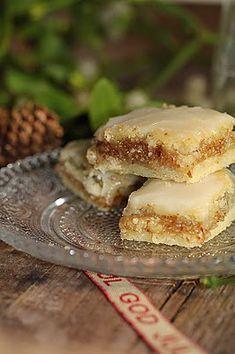 Orange and almond Christmas cupcakes (Alsatian recipe) - DESSERT Tart Recipes, Sweet Recipes, Cookie Recipes, Dessert Recipes, Biscuit Cookies, Chip Cookies, Almond Tart Recipe, Pastry Cook, Delicious Desserts