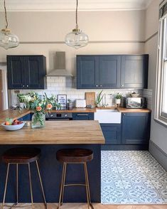 6 Kitchen Trend Ideas You'll Want To Try in 2020 by DLB - kitchen decor ideas, modern kitchen, kichen cabinets, colorful kitchen Best Picture For d - Kitchen Room Design, Kitchen Cabinet Design, Modern Kitchen Design, Home Decor Kitchen, Interior Design Kitchen, Home Kitchens, Closed Kitchen Design, Very Small Kitchen Design, Howdens Kitchens