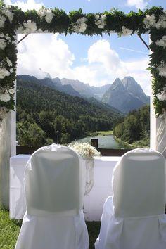 Rosenbogen - Gold und Weiß, goldene Sommerhochzeit im Riessersee Hotel…