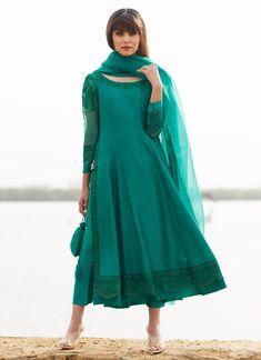 Dress Indian Style, Indian Fashion Dresses, Indian Outfits, Indian Attire, Indian Gowns, Dress Fashion, Women's Fashion, Pakistani Dresses Casual, Pakistani Dress Design