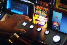 Gioco d'azzardo: il sacrificio al dio Denaro che costa 1500 euro ad ogni italiano
