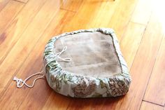 How To Make Super Quick & Easy Drawstring Seat Covers to Update Outdoor Furniture — Apartment Therapy Tutorials Diy Couch, Couch Cushions, Outdoor Cushions, Owl Pillows, Burlap Pillows, Recover Patio Cushions, Outdoor Cushion Slipcovers, Decorative Pillows, Patio Furniture Cushions