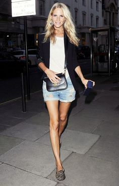Poppy Delevingne : blazer, tshirt, denim shorts, leopard loafers