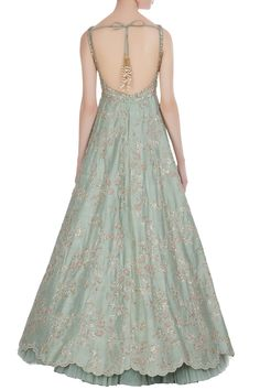 The latest Anushree Reddy 2018 Bridal Wear Collection has tons of pink shades, some ivory, greys and few traditional bridal lehengas. All prices included. Wedding Dresses For Girls, Indian Wedding Outfits, Indian Outfits, Pakistani Outfits, Indian Evening Gown, Green Evening Gowns, Designer Bridal Lehenga, Designer Gowns, Reception Gown