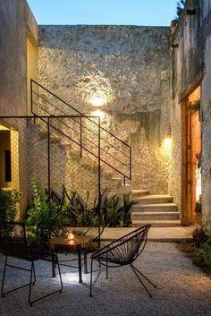 Imagem 2 de 35 da galeria de Reforma Casa Colonial na Rua 64 / Nauzet Rodríguez. Patio Interior, Interior And Exterior, Room Interior, Exterior Stairs, Interior Modern, Modern Exterior, Colonial Exterior, Stone Exterior, Exterior Shutters