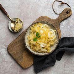 Hapankaalisalaatti (Instagram: @virginrypsioljy) Thai Red Curry, Ramen, Ethnic Recipes, Instagram, Food, Essen, Meals, Yemek, Eten
