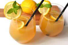 Barackos-mentás limonádé recept: Igazi nyári frissítő limonádé, őszibarackból, mentával, és citrommal. Behűtve a legjobb! ;)