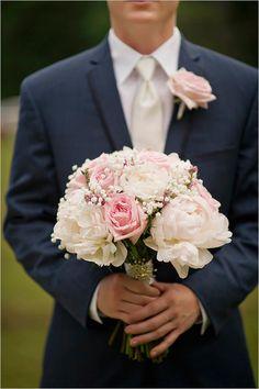 Pink and white bouquet @weddingchicks