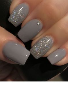 Schöne graue Nägel mit Glitzer – Garten Herbst Idee Beautiful gray nails with glitter / Grey Nail Polish, Gray Nails, Nails Polish, Toe Nails, Gradient Nails, Coffin Nails, Shellac Nails Fall, Dark Color Nails, Dark Nail Art