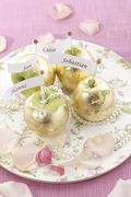 Wedding | Crafts & Give Aways | Golden apple with nametag Golden Apple, Wedding Crafts, Dream Wedding, Apples, Ethnic Recipes, Food, Decor, Decoration, Dekoration