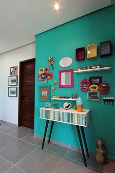 Navegue por fotos de Corredores, halls e escadas tropicais: Bangalô 3 irmãos - Praia de Tamandaré/PE. Veja fotos com as melhores ideias e inspirações para criar uma casa perfeita.