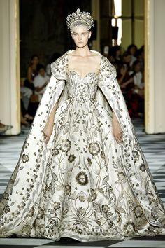 Zuhair Murad from Best Looks From Paris Haute Couture Fashion Week Fall 2018 Style Haute Couture, Haute Couture Gowns, Couture Week, Haute Couture Paris, Couture Looks, Fashion Week, Runway Fashion, Fashion Show, Fashion Jobs