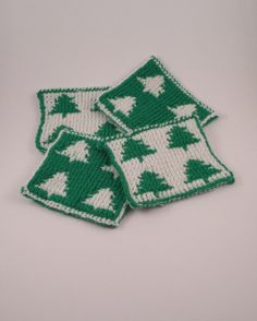 4 Christmas Tree Coasters  Green and White by SophiesKnitStuff, €20.00