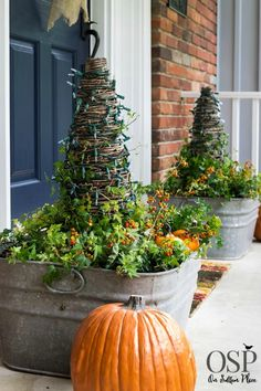 fall decor ideas for the porch outdoor spaces Examples of fall porch decor ideas that are easy and budget-friendly! Thanksgiving Decorations, Seasonal Decor, Holiday Decor, Fall Decorations, Thanksgiving Ideas, Holiday Ideas, Autumn Decorating, Porch Decorating, Decorating Ideas