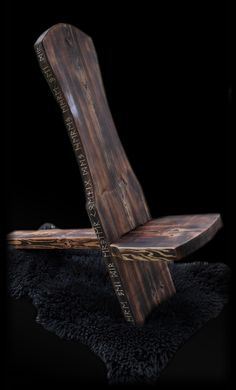 de - workshop for wood sculpture & historical furniture - .de – Workshop for wood sculpting & historical furniture – Viking carvings, eq Woodworking Tutorials, Woodworking Garage, Wooden Chair Plans, Viking House, Diy Stool, Backyard Patio Designs, Camping Chairs, Wood Sculpture, Larp