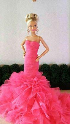 Stunning Lovely Blonde Barbie with amazing dress u http barbiegamesworld Barbie Dress Up GamesPlay