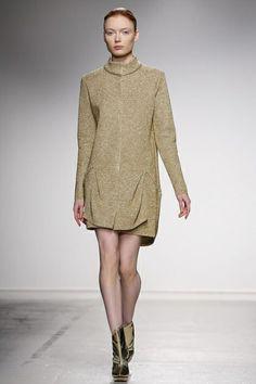 Amaya Arzuaga Ready To Wear Fall Winter 2014 Paris