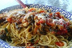 Living the Gourmet: Fresh Garden Tomato Sauce with Grilled Button Mushrooms!!!