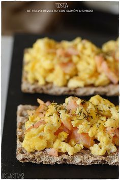 decorecetas.blogspot.com.es/2017/12/tosta-de-huevo-revuelto-con-salmon.html