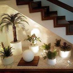 21 Under Stairs Pebble Garden Ideas Jardin Zen Interior, Interior Garden, Home Interior Design, Stairs In Living Room, House Stairs, House Plants Decor, Plant Decor, Small Garden Under Stairs, Home Stairs Design