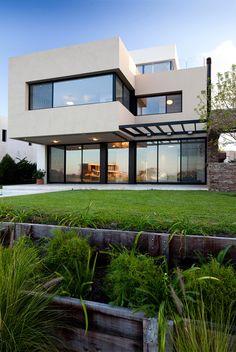 JN House by Speziale Linares Arquitectos Modern House Plans, Small House Plans, Modern House Design, Modern House Exteriors, Residential Architecture, Architecture Design, Living Haus, 3d Building Design, Facade House